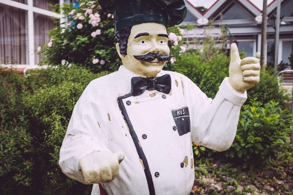 Pizza-Bäcker-Statue in Hassendorf (Sottrum, Niedersachsen)