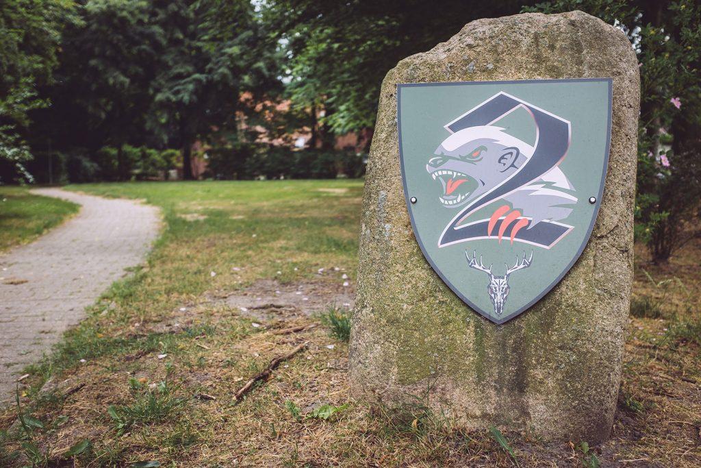 Stein mit Wappen in Hassendorf (Sottrum, Niedersachsen)