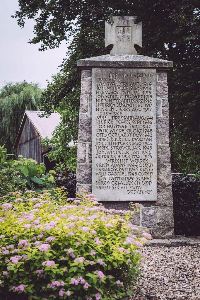 Gedenkstein in Stapel (Horstedt, Niedersachsen)