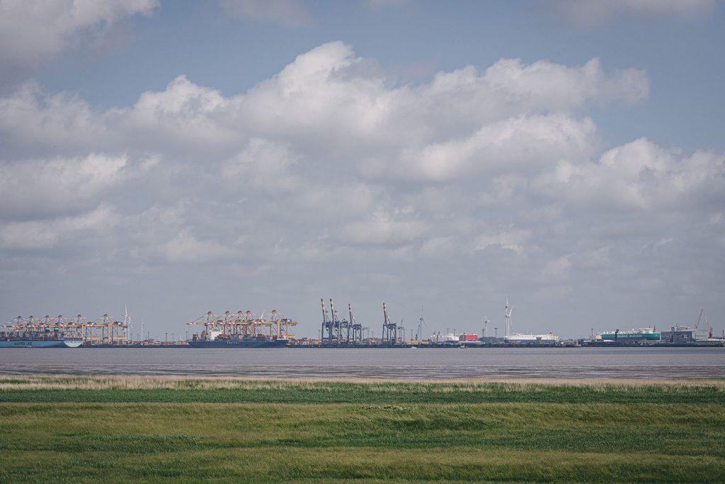 Blick auf den Hafen Bremerhaven von Blexen aus