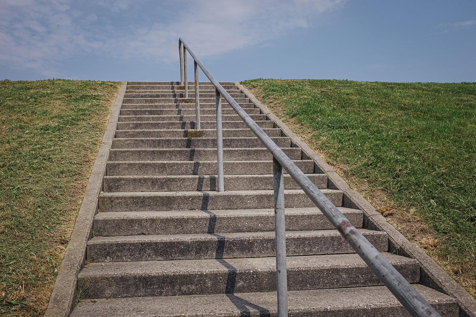 Treppe am Deich in Neuharlingersiel