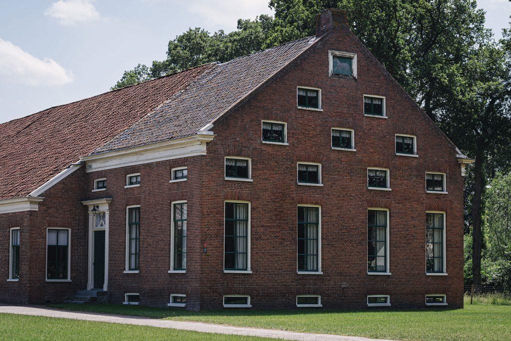Haus mit vielen Fenstern in Bellingwolde