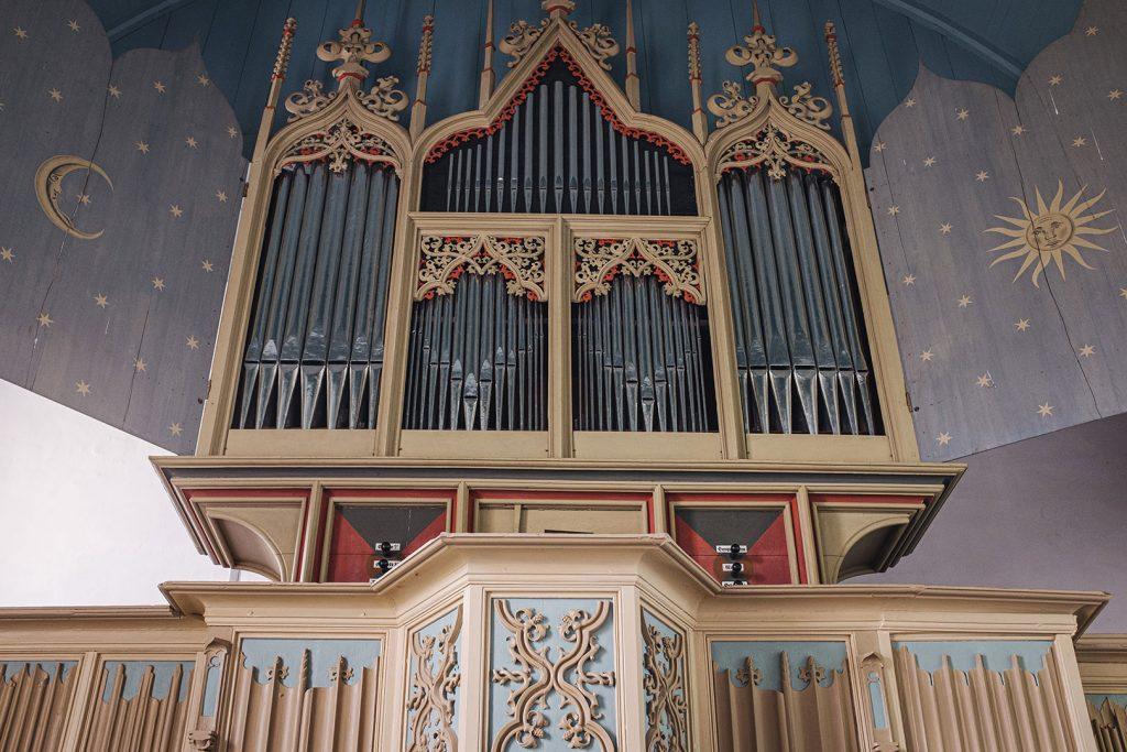Orgel in der Kirche in Rysum