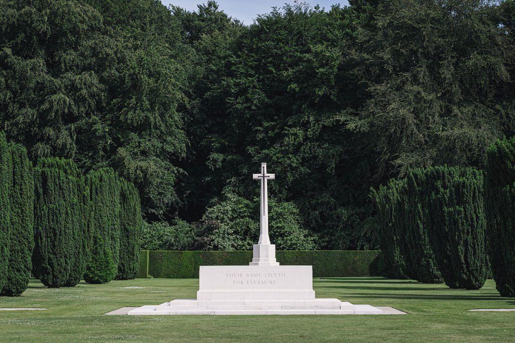 Eingang am Britischen Ehrenfriedhof