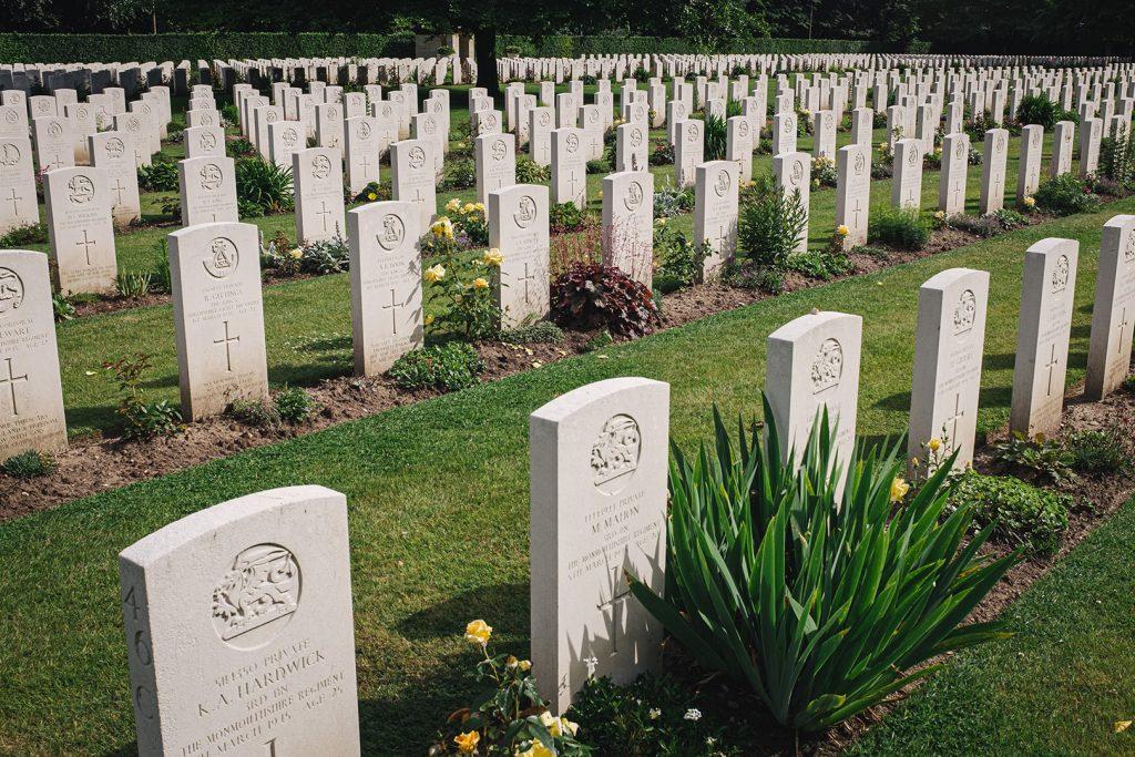 Gedenksteine am Britischen Ehrenfriedhof