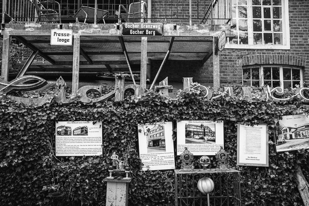 Info-Schilder auf dem Anwesen der Viller Mühle