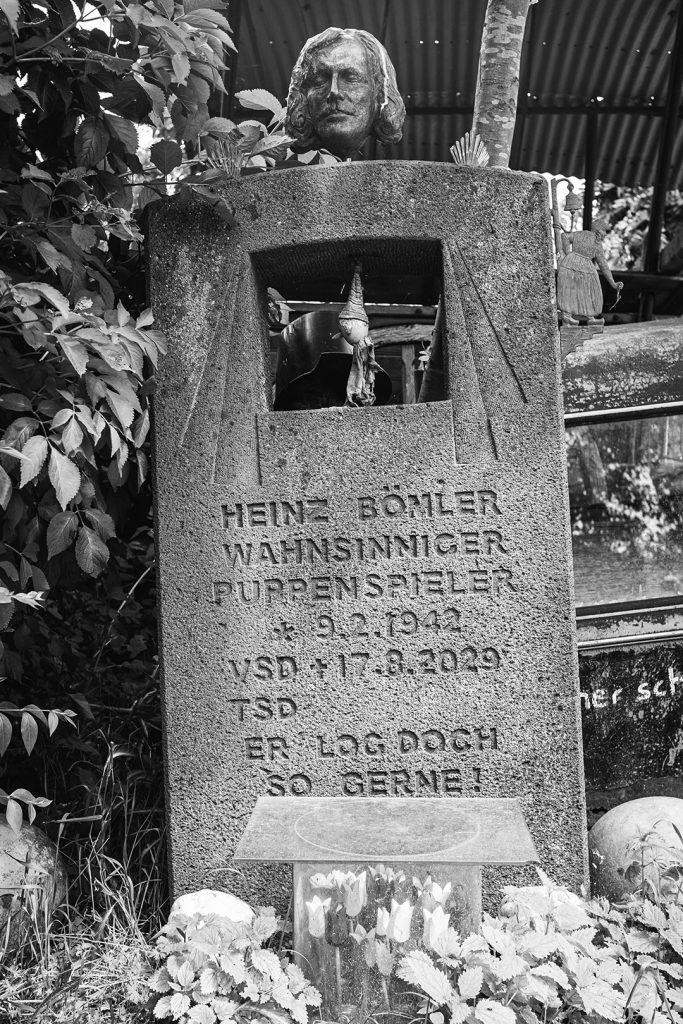 Grabstein auf der Viller Mühle