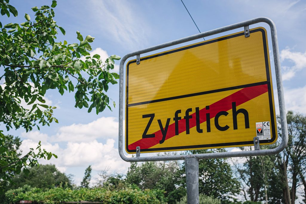 Ortsschild in Zyflich