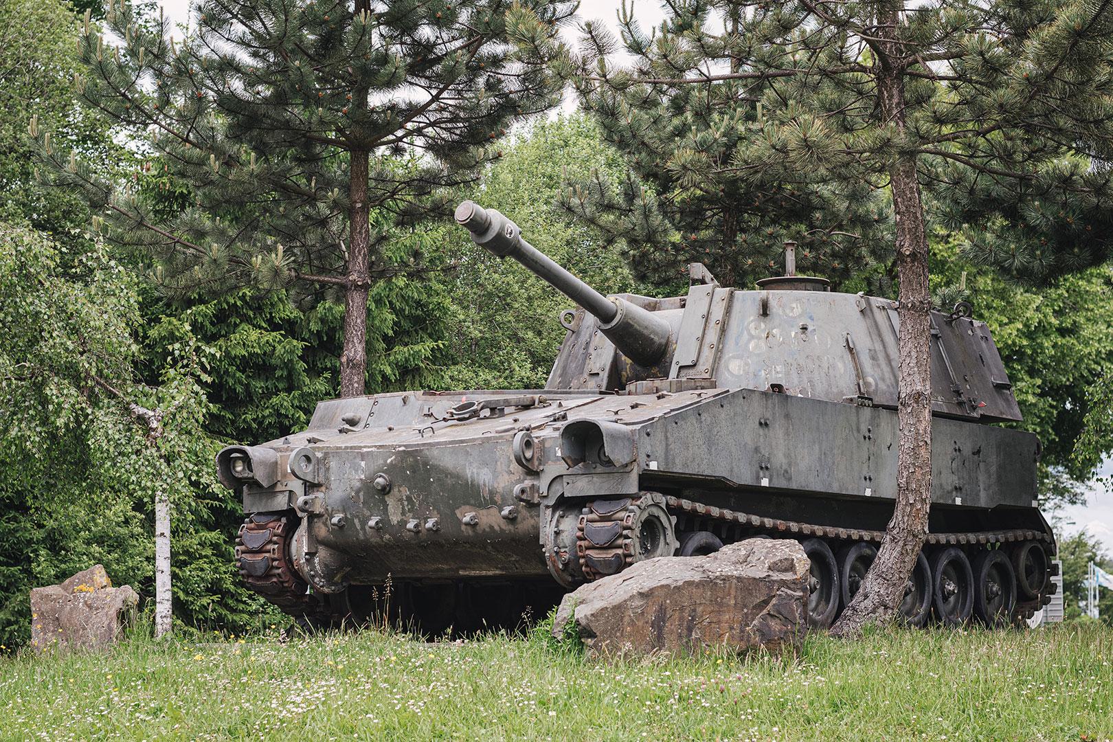Panzer auf einem Kreisel in Belgien
