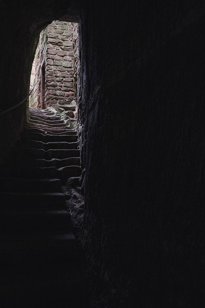 Gang in der Burg Fleckenstein