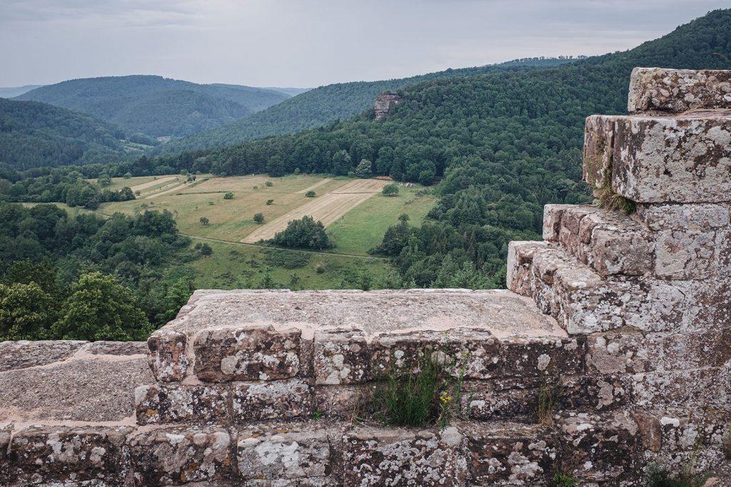 Blick über die Mauern der Burg Fleckenstein