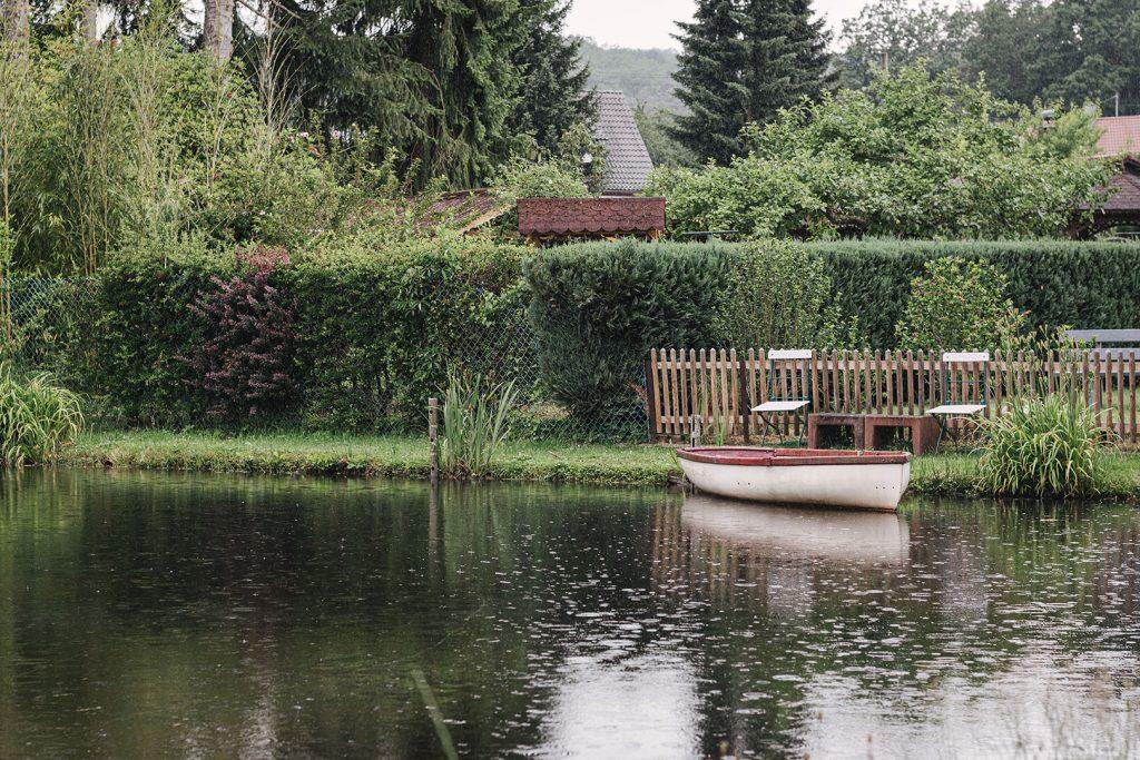 Teich mit Bootsanleger in Ludwigswinkel