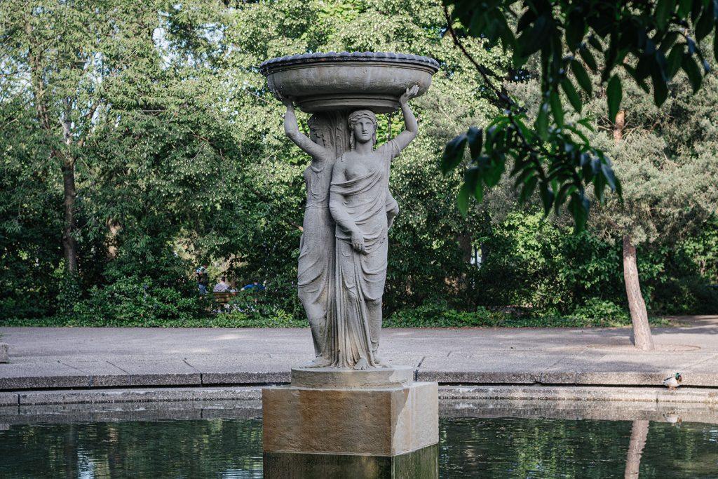 Wasser-Skulptur im Schlossgarten in Karlsruhe