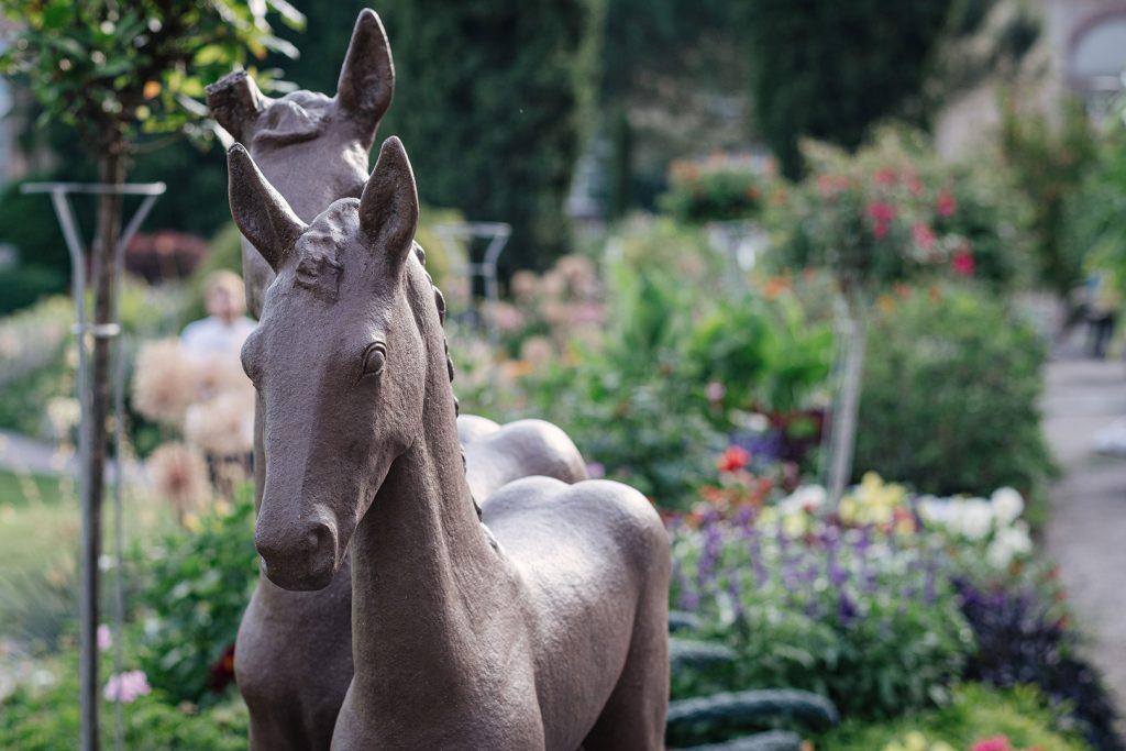 Pferde-Skulptur im Botanischen Garten in Karlsruhe