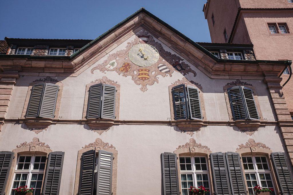 Uhr am Haus in Rheinfelden
