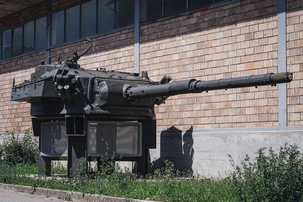Panzer vor dem Museum in Full-Reuenthal