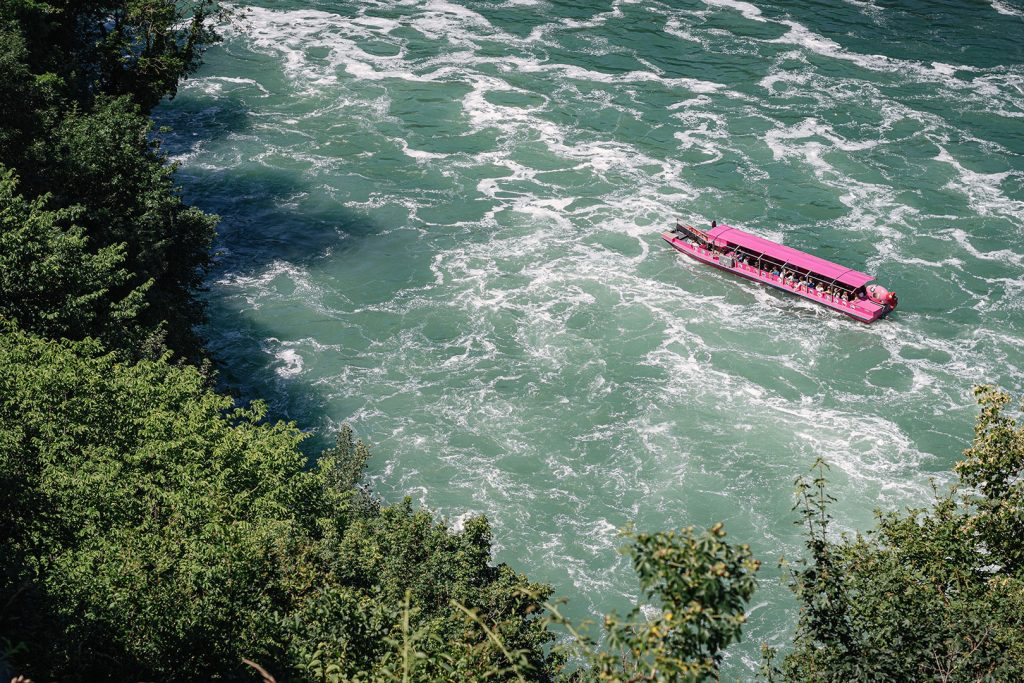 Touristenboot am Rheinwasserfall