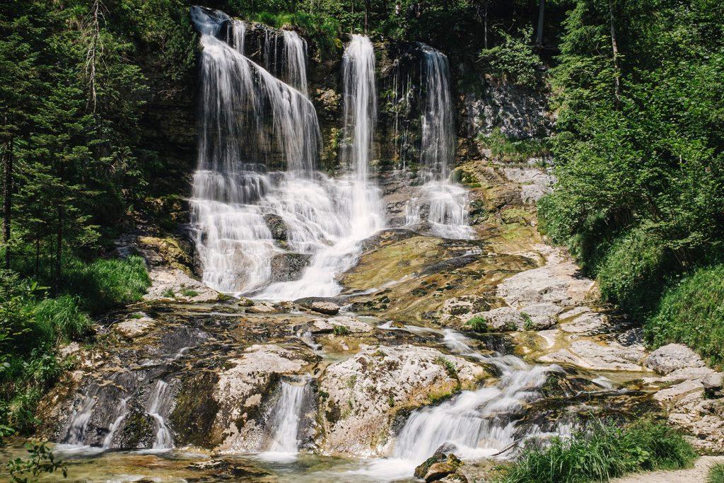 Langzeitbelichtung der Wasserfälle Weißbach