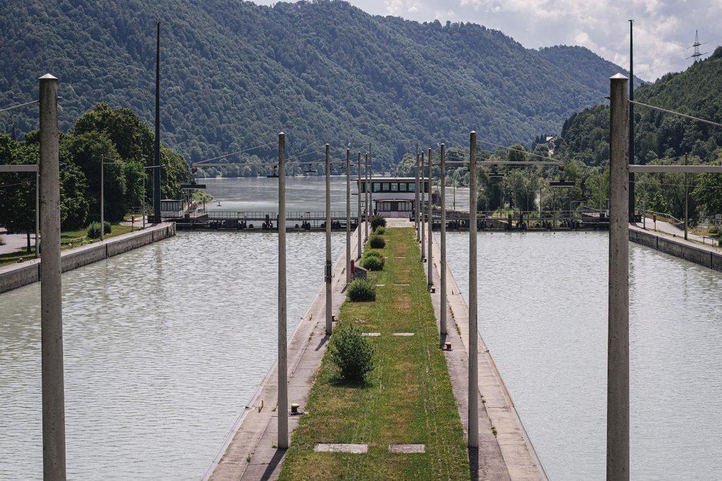 Schleuse am Donaukraftwerk in Jochenstein