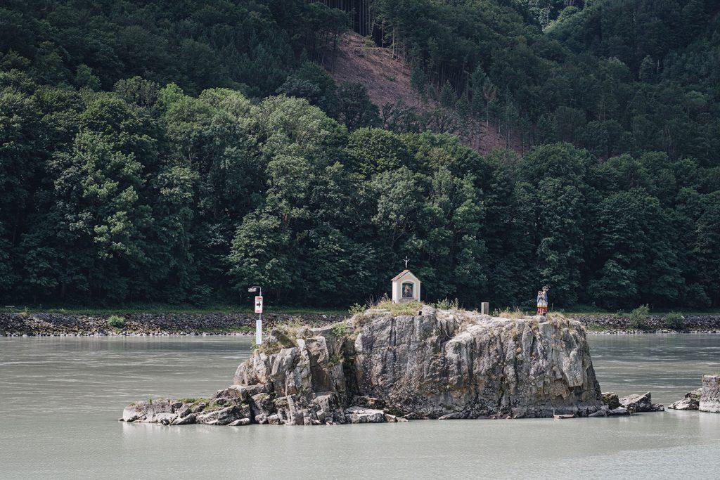 Felsen in der Donau in Jochenstein