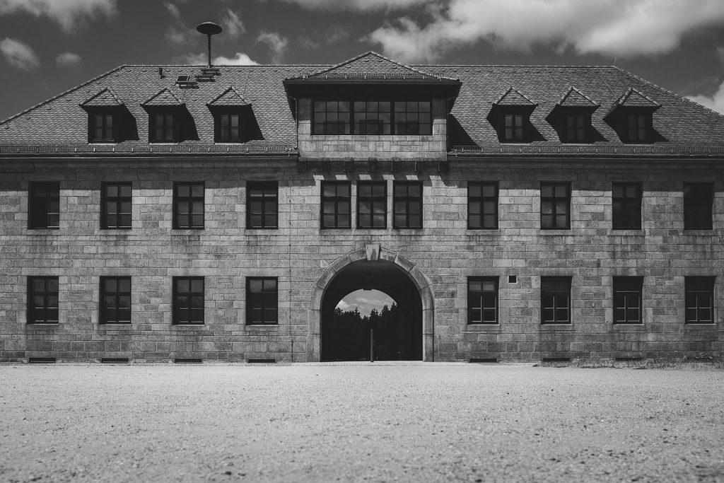 Verwaltungsgebäude der KZ-Gedenkstätte Flossenbürg