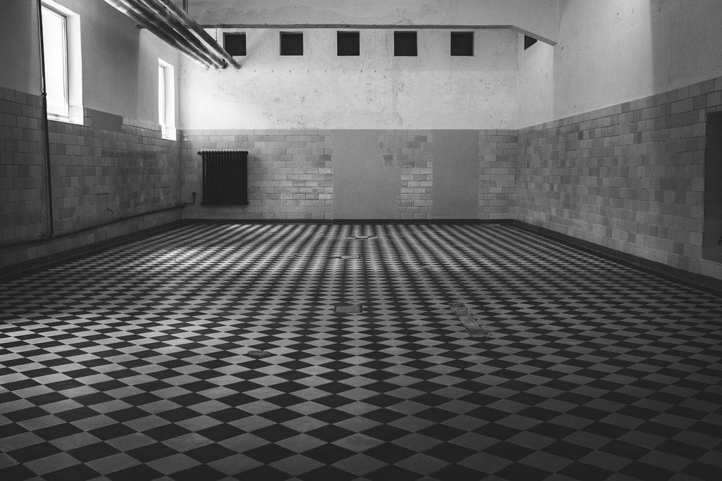 Waschraum in der KZ-Gedenkstätte Flossenbürg