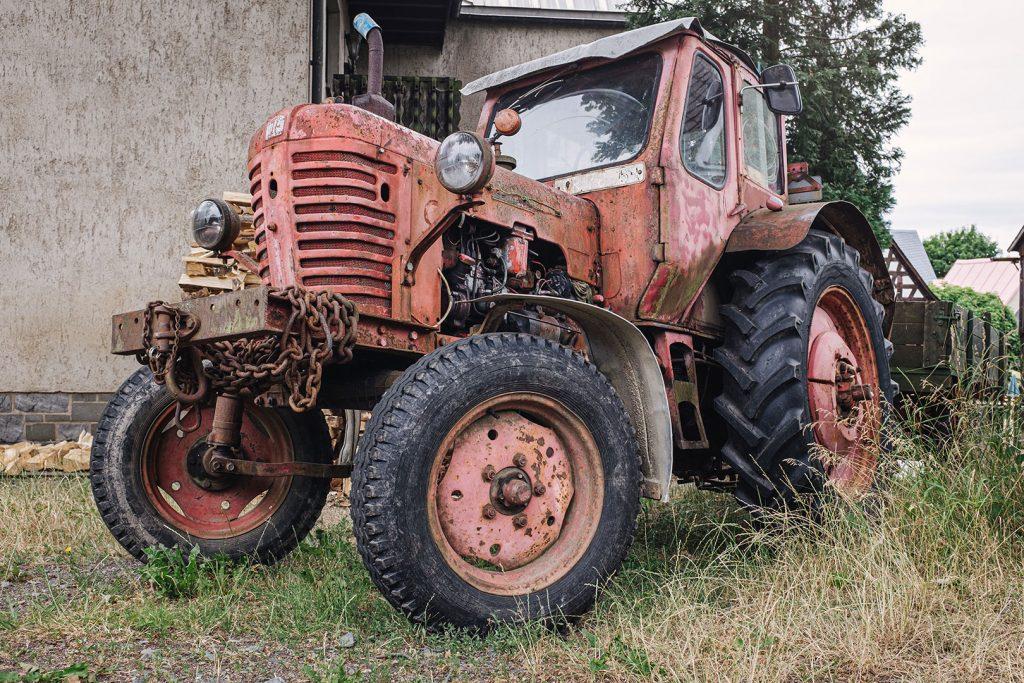 Traktor in Landwüst