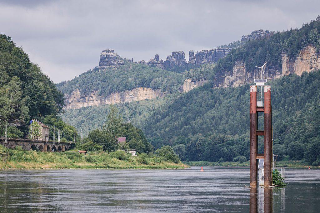 Elbe mit Felsformation in Schmilka
