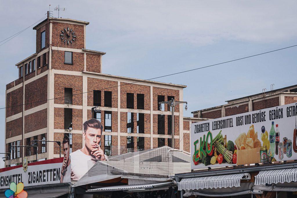 Polenmarkt an der alten Zellstofffabrik in Niederwutzen (Osinów Dolny)