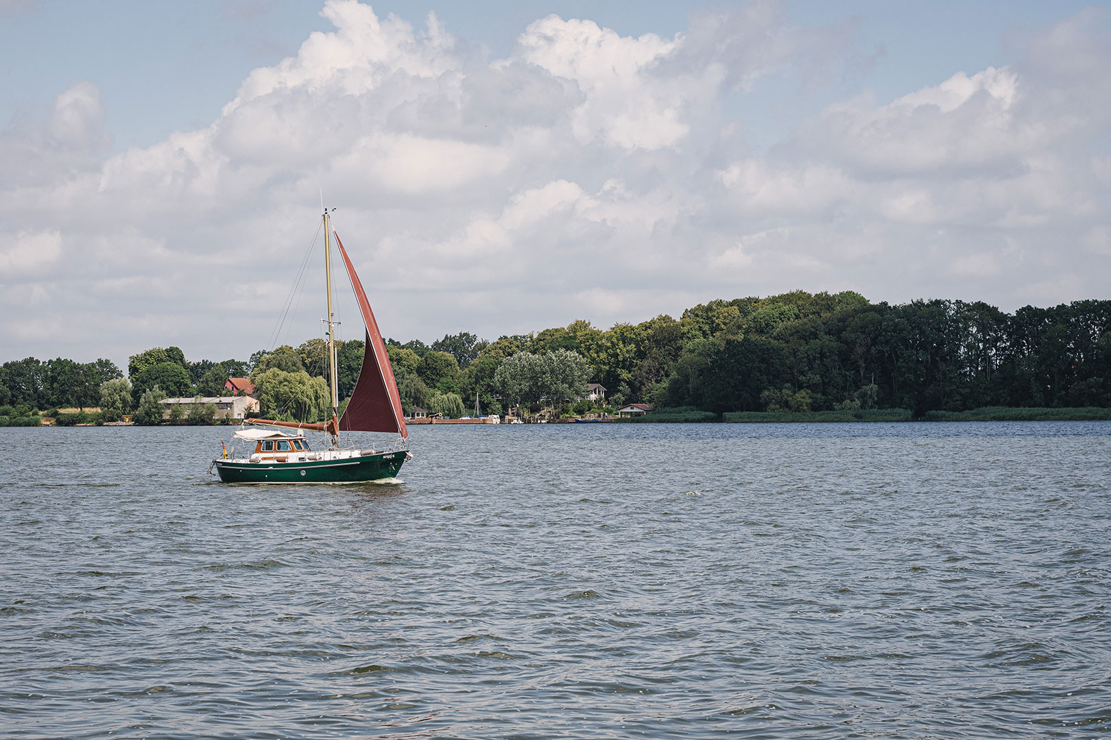 Schiff zwischen Kamp und Karnin