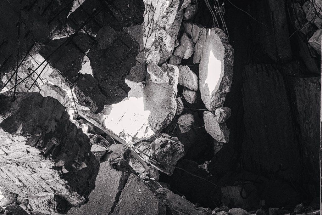 Steinreste der Ruine in Prora