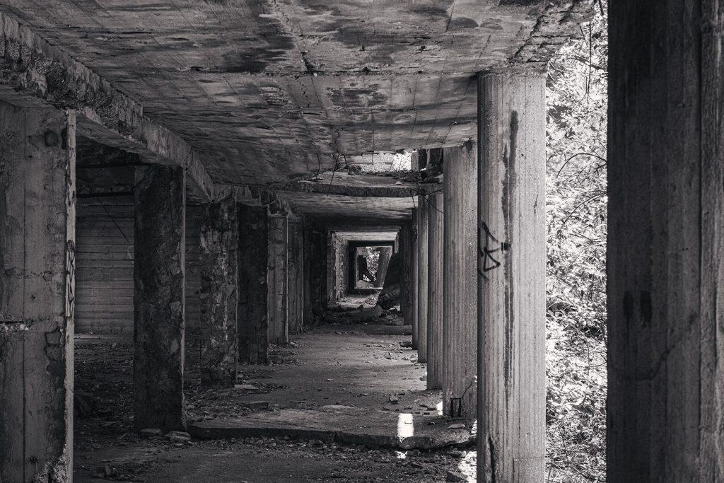 Säulengang in der Ruine Prora