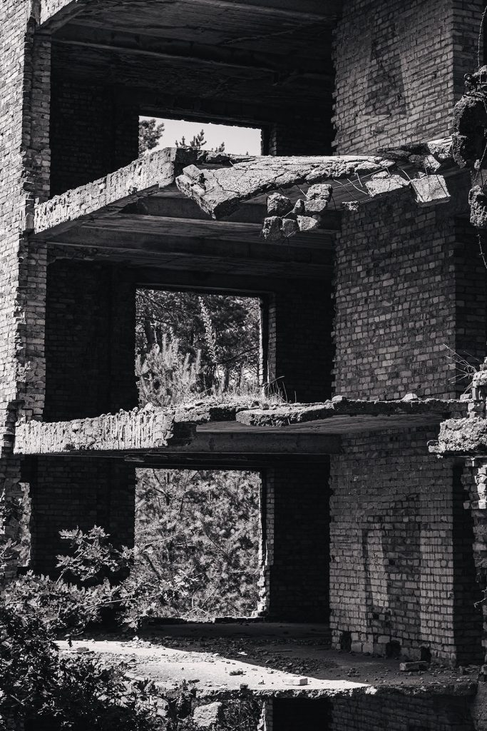 Ruinenreste in Prora