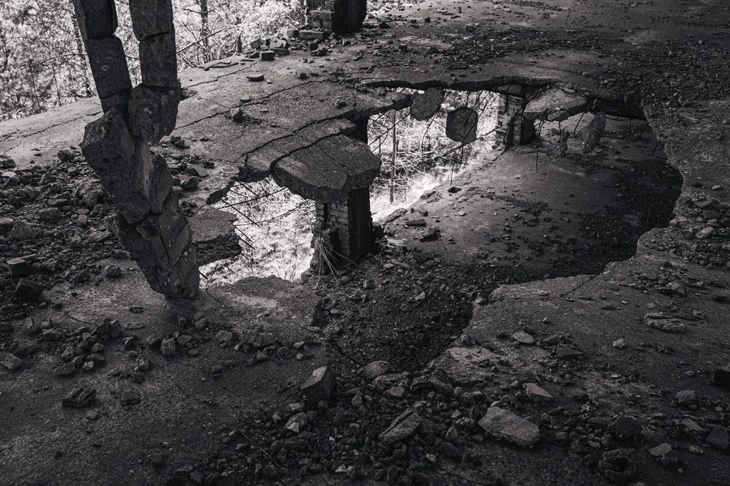 Loch im Fußboden in der Ruine Prora