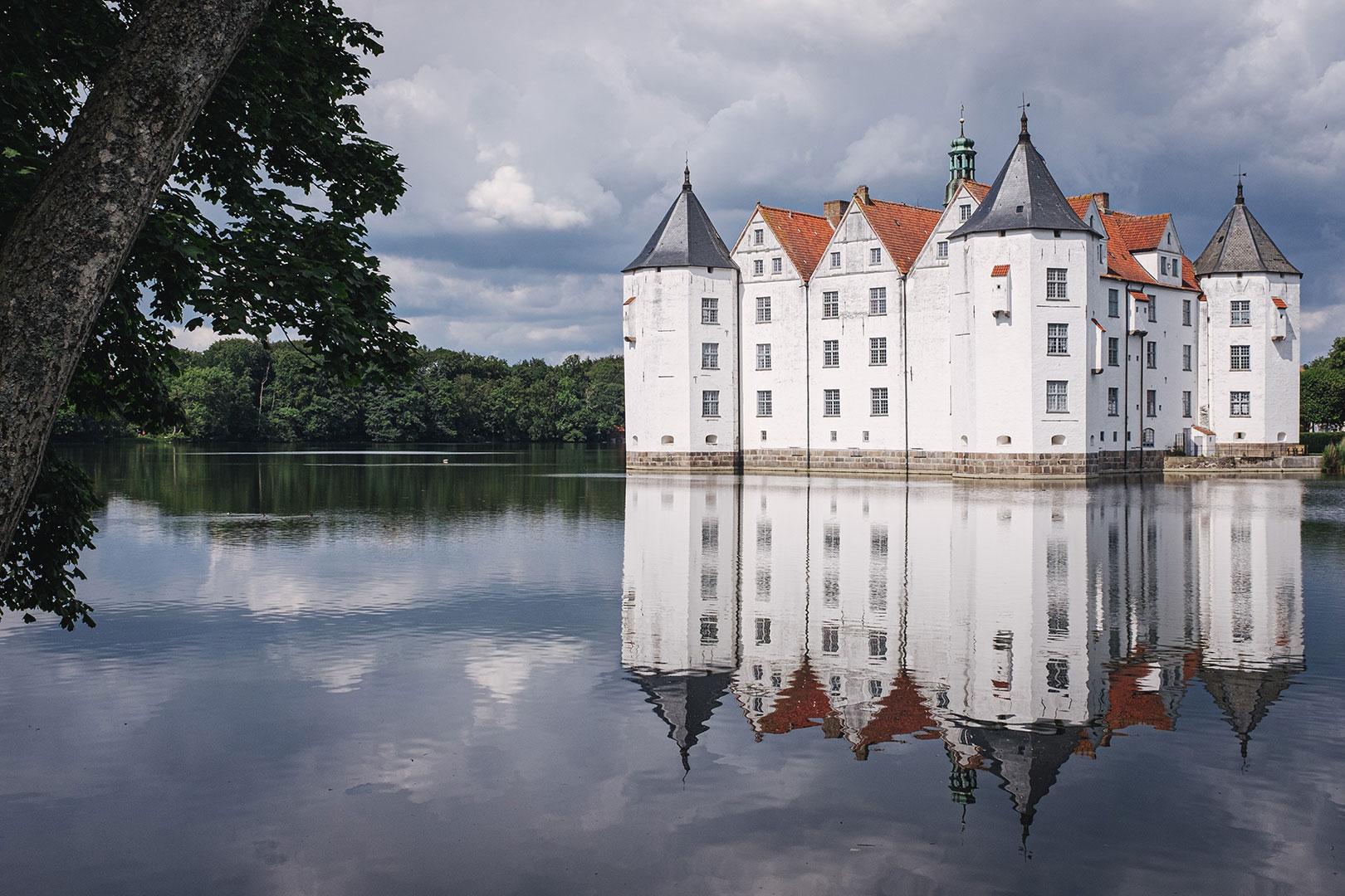 Schloss Glücksburg mit Spiegelung