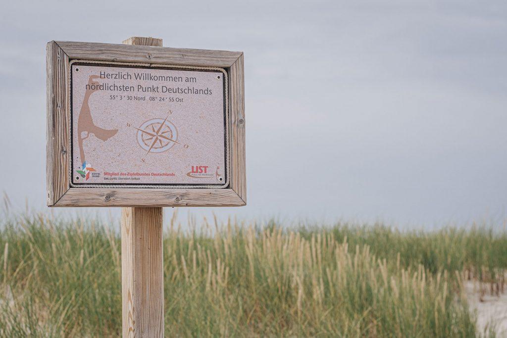 Hinweisschild am nördlichsten Punkt Deutschlands in List auf Sylt