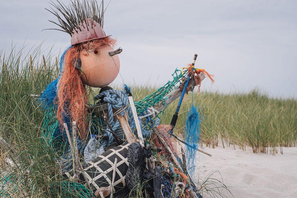 Müll-Figur am nördlichsten Punkt Deutschlands in List auf Sylt
