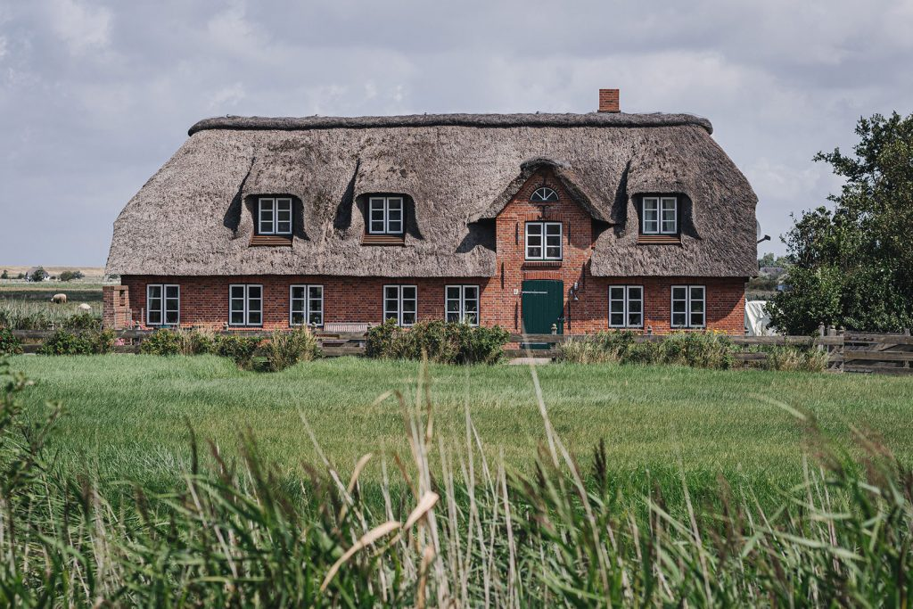 Backstein-Reetdachhaus in Westerhever