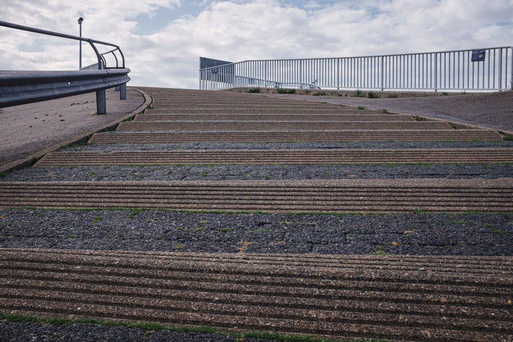 Treppe zum Eidersperrwerk