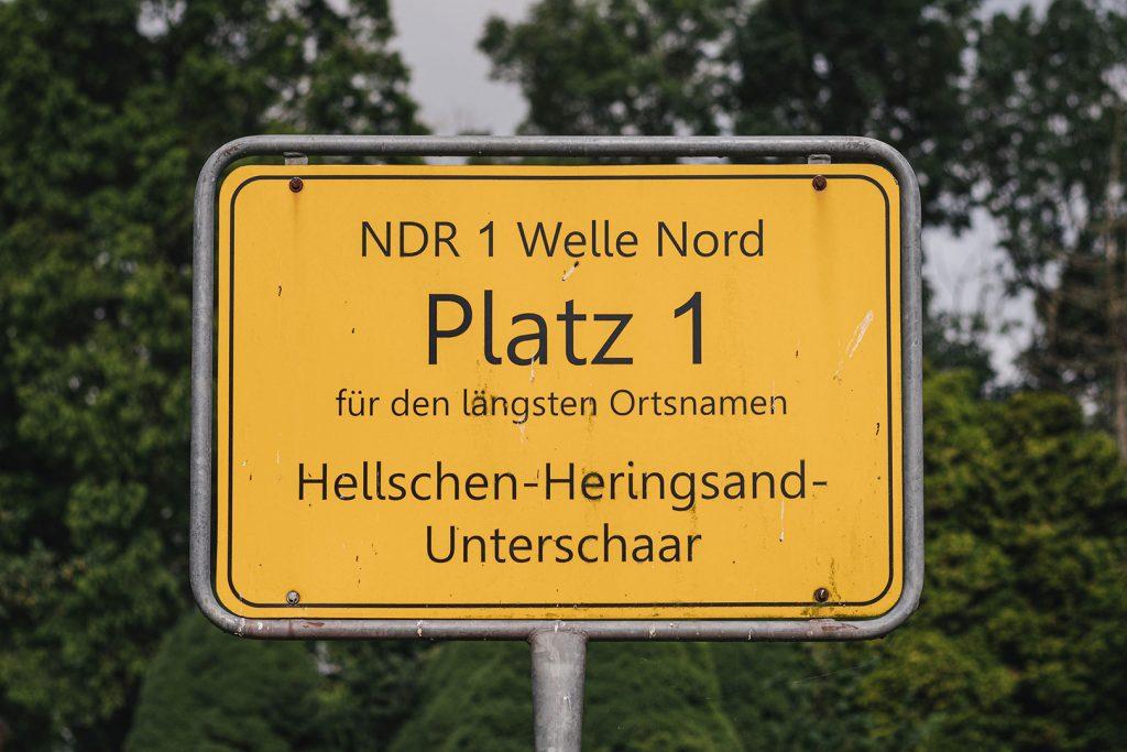 Ortsschild in Hellschen-Heringsand-Unterschaar