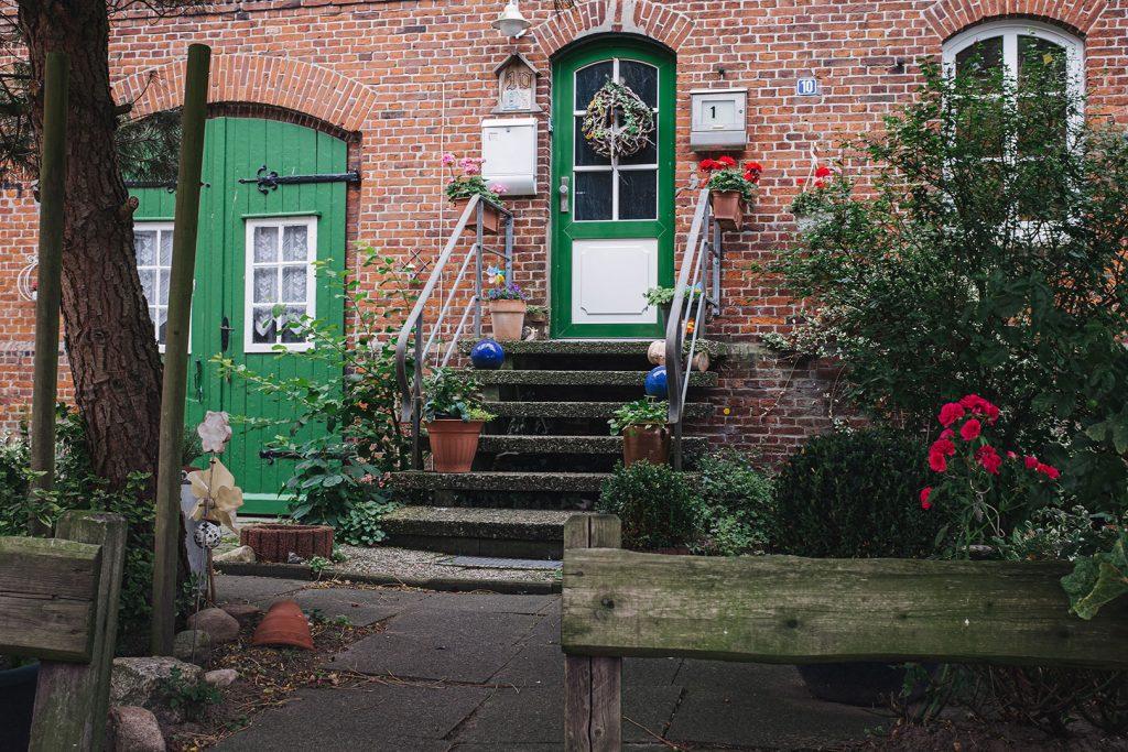 Garten vor einem Haus in Freiburg (Elbe)